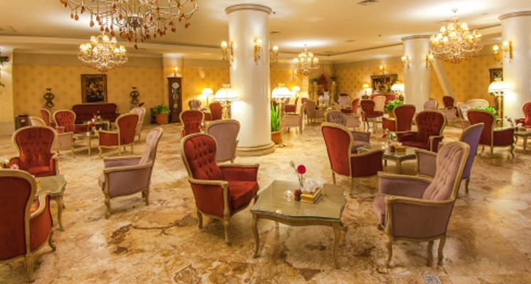 چه سؤالاتی از مسئول پذیرش هتل در هنگام رزرو باید بپرسید؟