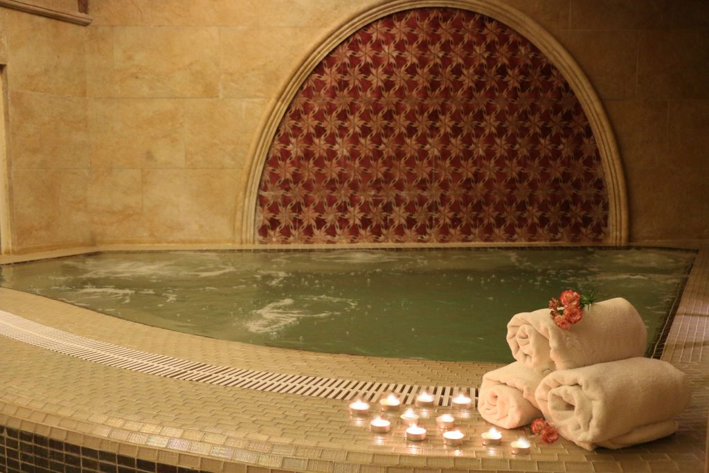 مجموعه تفریحی هتل بین المللی قصر طلایی را بشناسید!