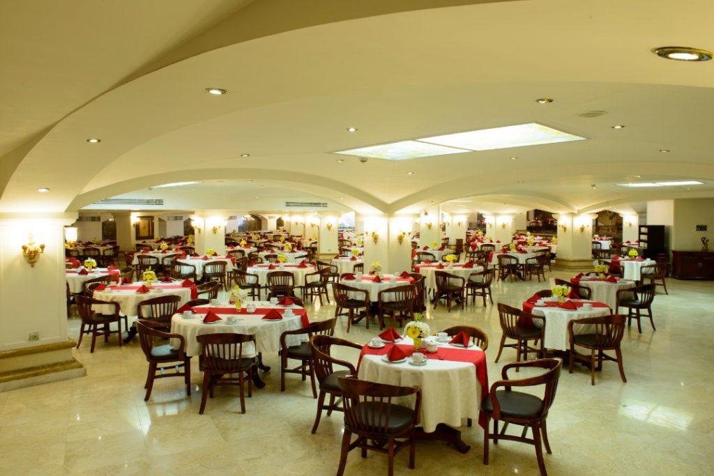 با منوی متنوع رستورانهای هتل قصر طلایی آشنا شوید