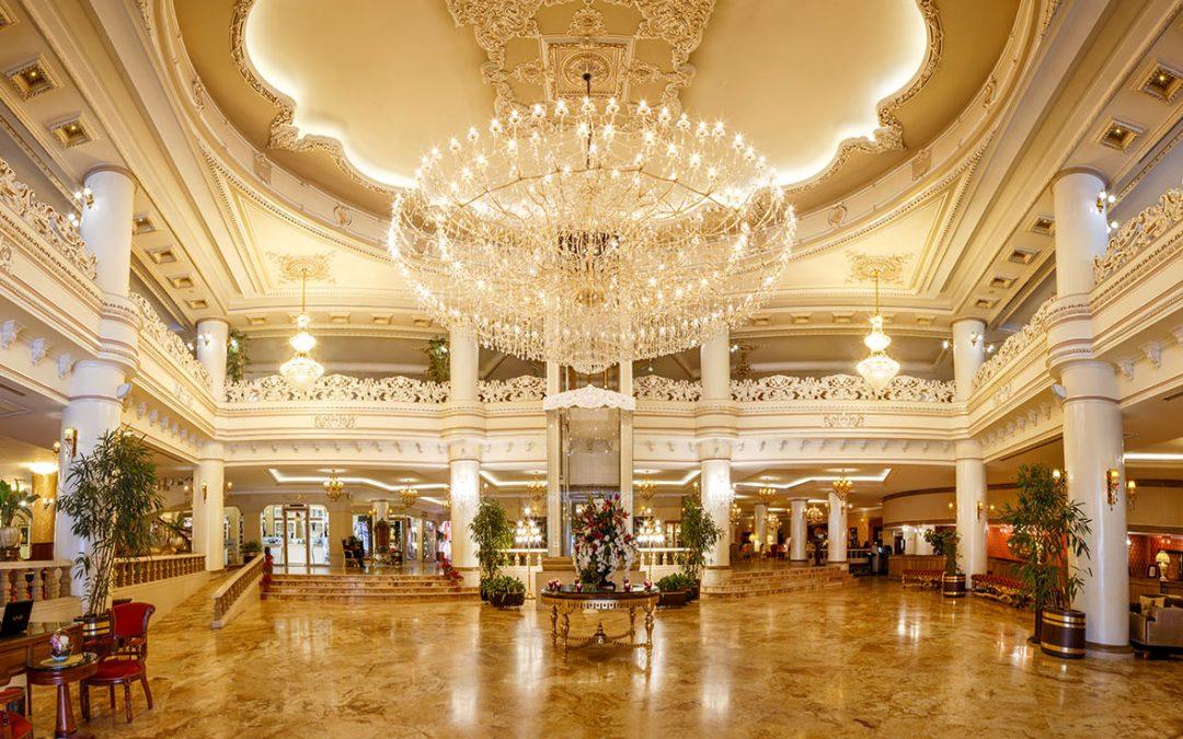 بهترین زمان رزرو هتل قصر طلایی مشهد کی است؟ (+مزایای خدمات رزرو آنلاین)